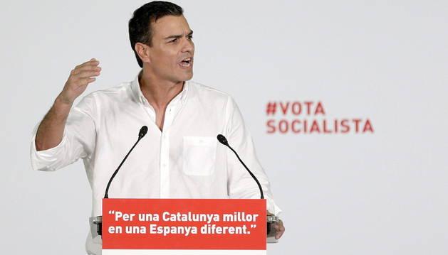 El secretario general del PSOE, Pedro Sanchez, durante el mitin en Badalona.