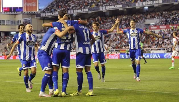 Borges celebra el gol con sus compañeros.