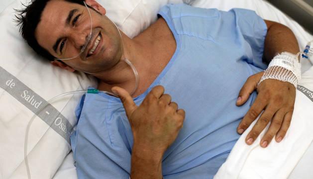 Carlos Lerga Muro envía desde la habitación del hospital un mensaje de tranquilidad y agradecimiento.