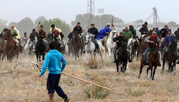 Imágenes del festejo celebrado en la localidad castellanoleonesa y de los enfrentamientos entre partidarios y detractores.