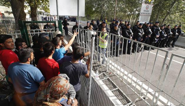 Hungría decreta la situación de crisis en la frontera con Serbia