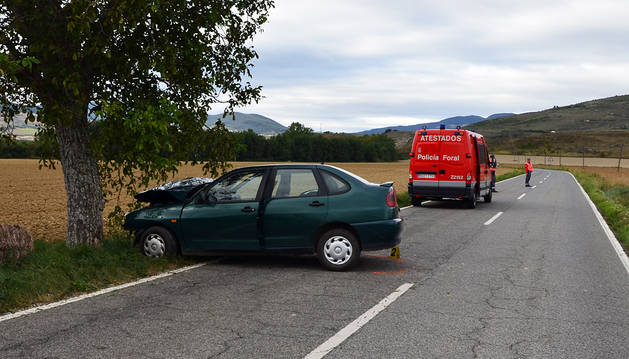 El coche del herido en el accidente en Ororbia.
