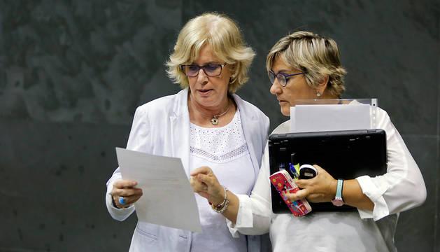 A la izquierda, Miren Aranoa (EH Bildu), junto a Marisa de Simón ( I-E).