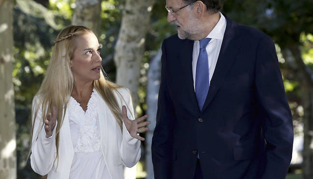 Mariano Rajoy conversa en La Moncloa con Lilian Tintori.