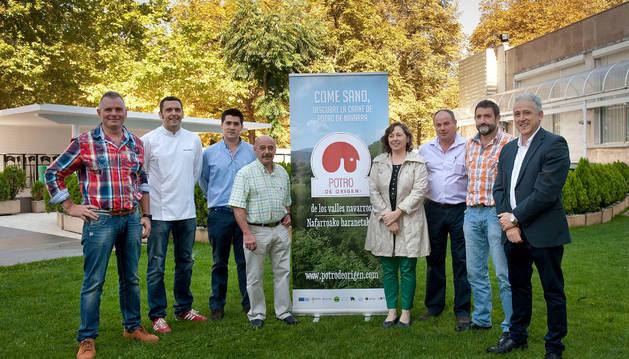 Elizalde junto a representantes de INTIA, Asociación Potro de Origen y cocineros.