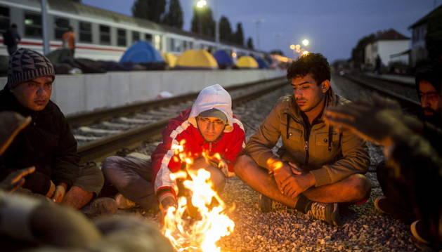 Refugiados en la estación ferroviaria de Beli Manastir, junto a la frontera húngara.