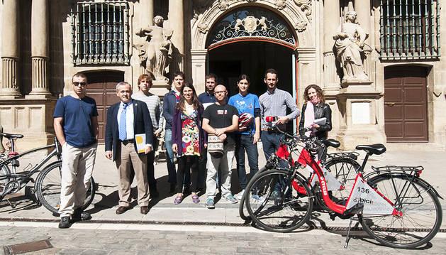 Taxi eléctrico y bici, los más veloces para desplazarse en Pamplona