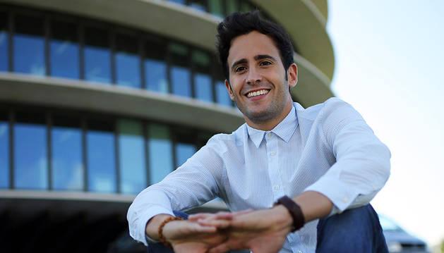 Adrián Miranda Falces es por el momento el único empleado de Multihelpers.