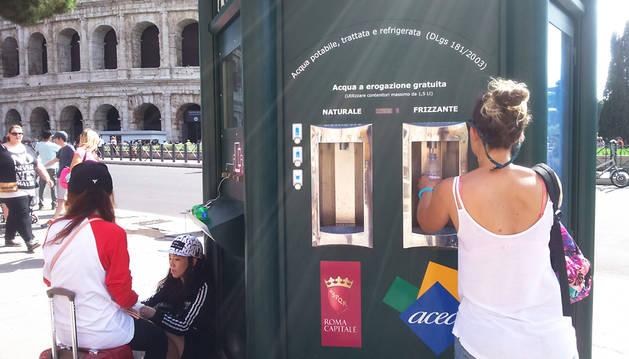 Agua y cargadores para todo el mundo en Roma