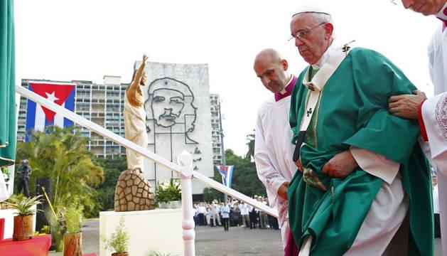 Miles de personas asisten a la misa del Papa en La Habana