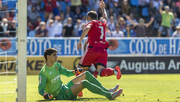 Nino marca el 0-1 tras una gran asistencia de Roberto Torres