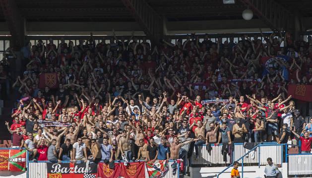 Aficionados de Osasuna en La Romareda.