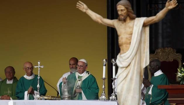 El Papa pide en Cuba servir a las personas, no a las ideologías