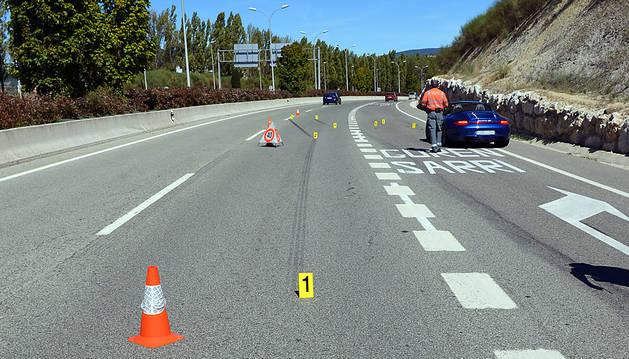 El lugar donde se ha producido el atropello. El vehículo que aparece en la fotografía no está implicado en el suceso.