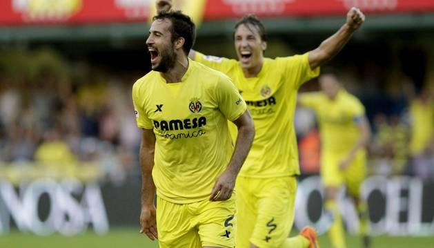 Mario Pérez celebra su gol.