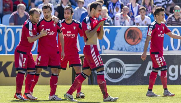 Nino celebra el gol contra el Zaragoza junto a sus compañeros.