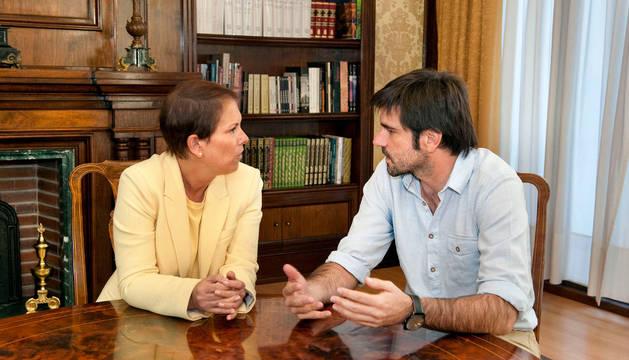 Uxue Barkos y Eneko Larrarte, en el Ayuntamiento de Tudela.