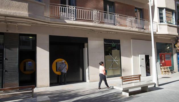 Imagen exterior de la oficina de CaixaBank en Tudela.