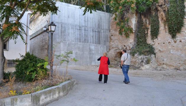 En 2014, el Ayuntamiento desocupó el solar y construyó un nuevo muro de contención.