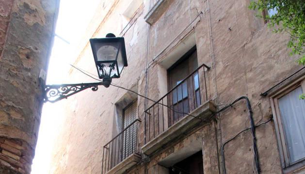 Portal de la calle Horno del Pasaje donde se ha actuado contra las ratas.