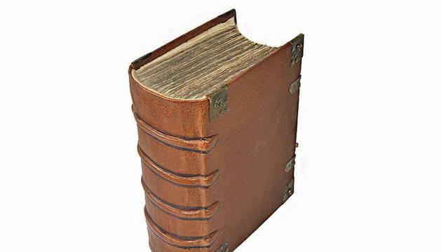 HALLADA BIBLIA DE LUTERO DE 1634 DURANTE UN CONTROL POLICIAL EN ALEMANIA