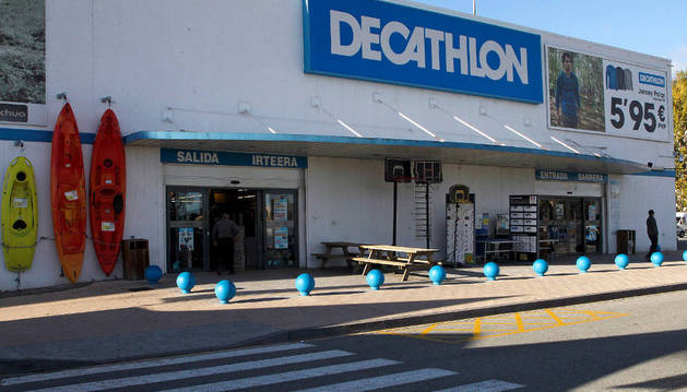 Vista del acceso actual a la tienda de Decathlon en Berriozar.