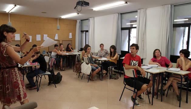 Alumnos en un curso de verano de la EOIP.