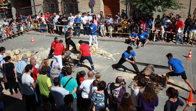 Exhibición de deporte rural en arguedas.