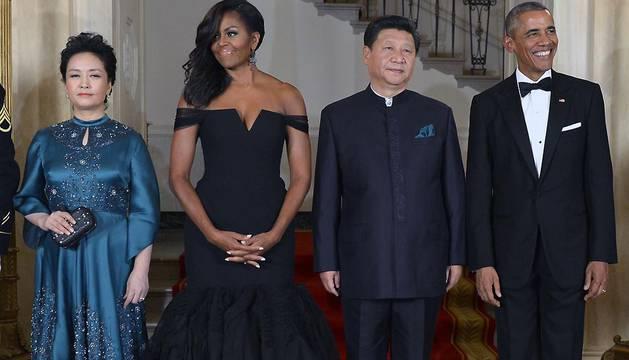 Los presidentes de EE UU y China, junto a sus esposas, posan antes de la cena de gala en la Casa Blanca.