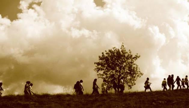 Los interesados en experimentar un viaje a la prehistoria pueden concertar visitas guiadas en la web www.elvalledelosneandertales.com.