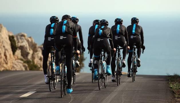 Ciclistas del Team Sky.