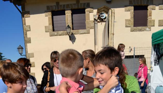 Los más pequeños participaron en el pisado de uva tradicional.