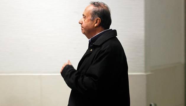 Ángel Vizcay, camino de declarar ante el juez cuando fue detenido.