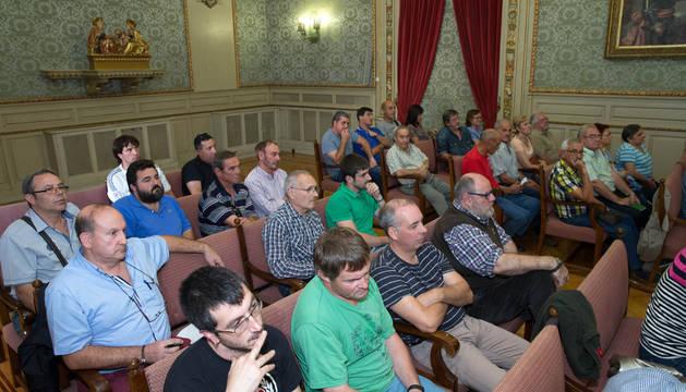 Imagen de algunos de los asistentes al pleno de ayer, con presencia destacada de cazadores de Tudela.