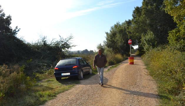 En Andosilla, en el término del Cerrado, todavía queda un kilómetro de mota cerrado al público.