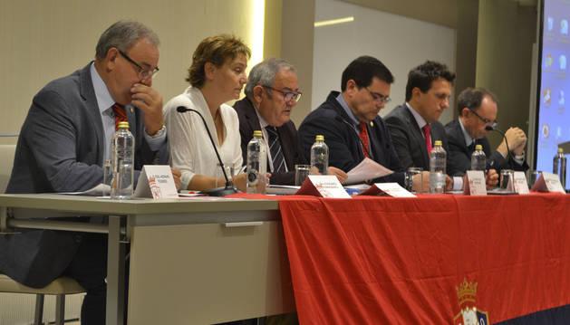 El Club Atlético Osasuna celebró su asamblea general ordinaria en el hotel Iruña Park de Pampona, donde se aprobaron las cuentas para la temporada 2015/2016.