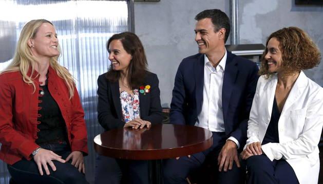 Pedro Sánchez junto a Batet (d), Zaida Cantera (i) y la líder del PSM, Sara Hernández (2i).