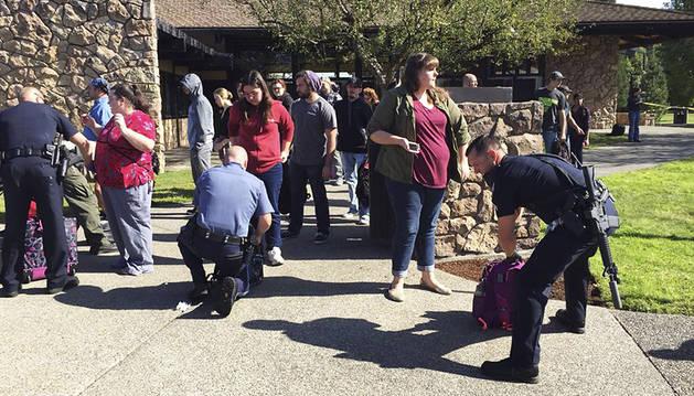 Trece muertos en un tiroteo en una universidad de Oregon (EE UU)