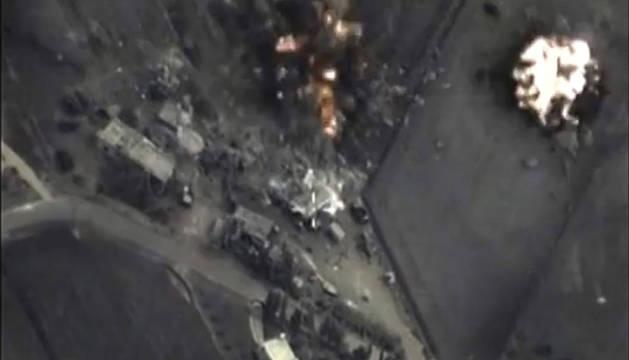 Captura de video que muestra el bombardeo aéreo ruso en Hmeymim.