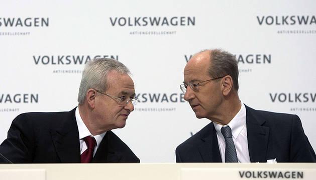 Martin Winterkorn y Hans Dieter Poetsch, en una conferencia de prensa en Wolfsburgo.