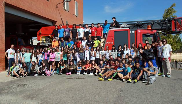 Alumnos de 4º  de la ESO en el parque de Bomberos de Tudela.