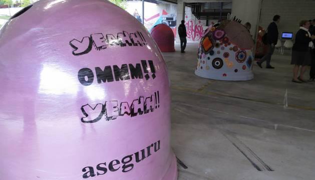 Exposición 'Sal de dudas', arte, reciclaje y tecnología para recordar la importancia de la prevención del VIH.