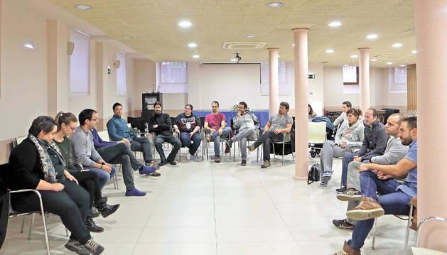 Vecinos de Erripagaña, en la reunión que celebraron en el Palacete de Burlada.