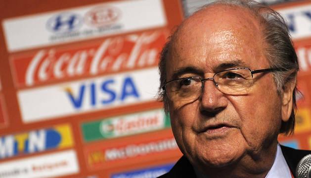 Patrocinadores de la FIFA exigen la renuncia inmediata de Blatter