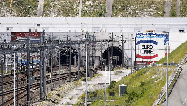 Suspendido el servicio del Eurotúnel por la llegada de inmigrantes