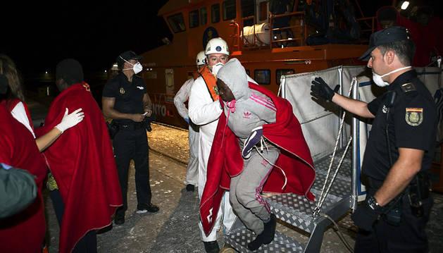 Rescatados 188 inmigrantes de siete pateras en Almería y Motril