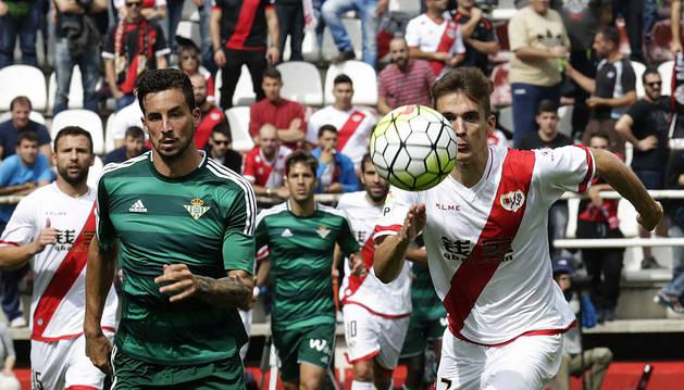 El asalto al estadio de Vallecas da tres puntos al Betis (0-2)