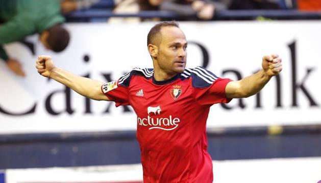 Nino celebra su gol contra el Lugo.