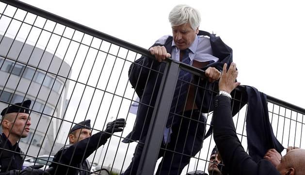 Trabajadores de Air France atacan a directivos