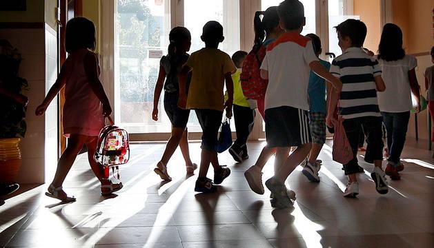 Varios escolares, en un colegio.